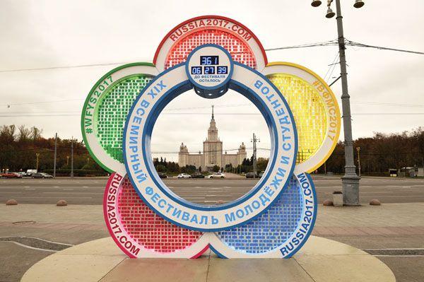 Компания «ЛАТЕК» воплотила в жизнь крайне интересную задачу: спроектировала и изготовила Часы обратного отсчета времени до старта знакового события 2017 года – Фестиваля молодежи и студентов в Сочи.