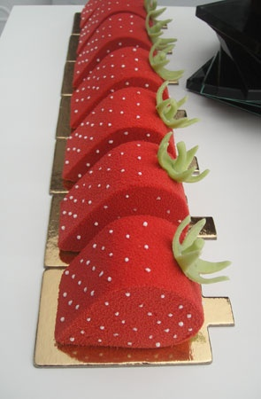 The Sweet Red Strawberry~these are cakes! Beautiful!