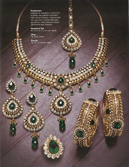 Beautiful kundan emerald and diamond jewellery, set in 22 karat gold. Indian bridal jewellery.