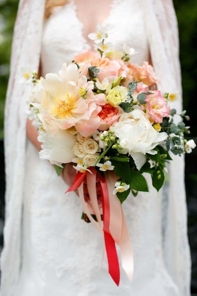 #bruidsboeket #bruiloft #wedding  Trouwen in de Industrieele Groote Club | ThePerfectWedding.nl | Fotocredit: Mon et Mine