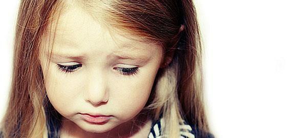 «Το παιδί μου είναι χαζό», «ο γιος μου είναι τεμπέλης», «η κόρη μου εγωίστρια»... οι περισσότεροι γονείς έχουν κατά καιρούς πει κάτι τέτοιο. Ξέρετε, όμως, πόσο κακό κάνει στο παιδί να του δίνετε χαρακτηρισμούς;