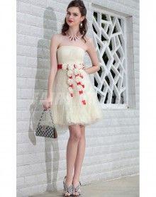 Robe de cocktail en tulle courte à A-ligne ruchée sans bretelle avec fleur