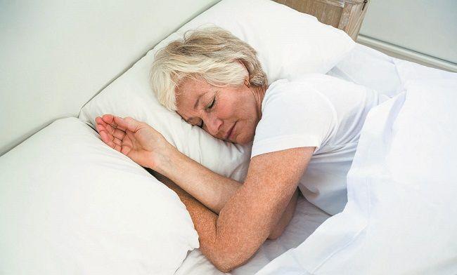 Yetişkinlerde uyku Yetişkin yani 18 yaşını aşmış bir kişinin uyku ihtiyacı günde yaklaşık olarak 7 veya 8 saattir. Bu durum kişiden kişiye farklılık göstermektedir. Bazı kişiler günden 4-5 saat uyku ile günlük aktivitelerini yerine getirirken, bazı kişilere ise günde 9-10 saat uyku yetmemektedir. Bu durumun farklı
