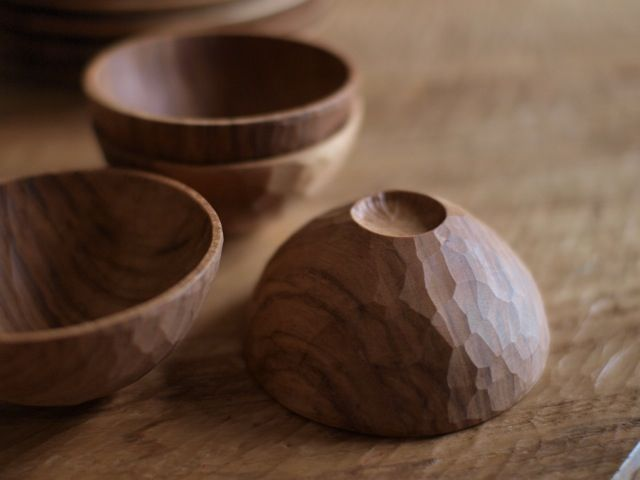 Details for stability but also grip!  Faceted wooden bowls