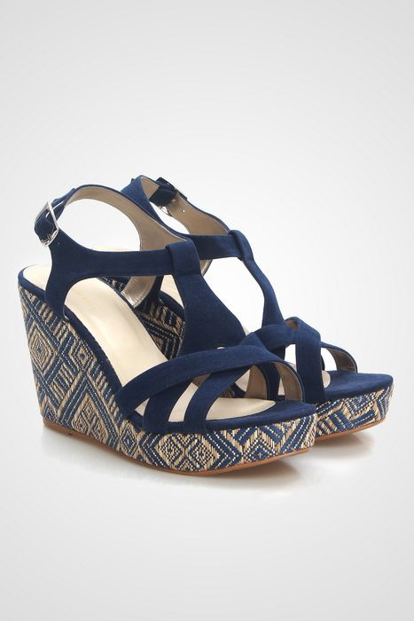 Get a ethnic fancy style in this strap wedges by Sepatuku Baru. It features with ikat print on the bottom. Fabulous! http://www.zocko.com/z/JIUnY