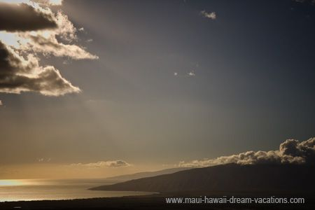 A scenic view of the amazing Maui West Mountains by sunset.