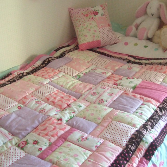 Gorgeous pink quilt to bright up any little girl's bedroom