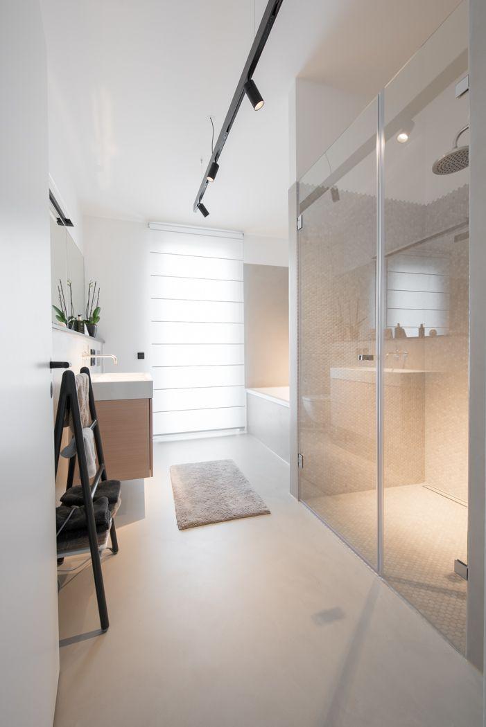Badezimmer fast ohne Fliesen