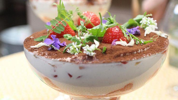 Tiramisu met aardbeien en rabarber | VTM Koken