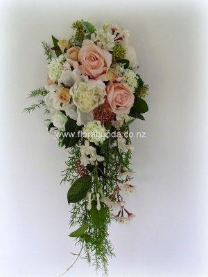 Blush & Ivory trailing bouquet image