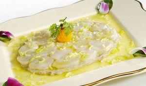 Saint-Jacques minute et purée d'artichaut, vinaigrette tranchée à l'huile de pistache