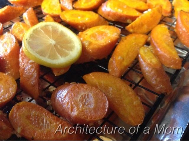Roasted Lemon Garlic Carrots: Dinners Recipes, Garlic Carrots, Yummy Food, Roasted Lemon, Roasted Carrots, Lemon Garlic, Architecture, Recipes Garlic, The Roller Coasters