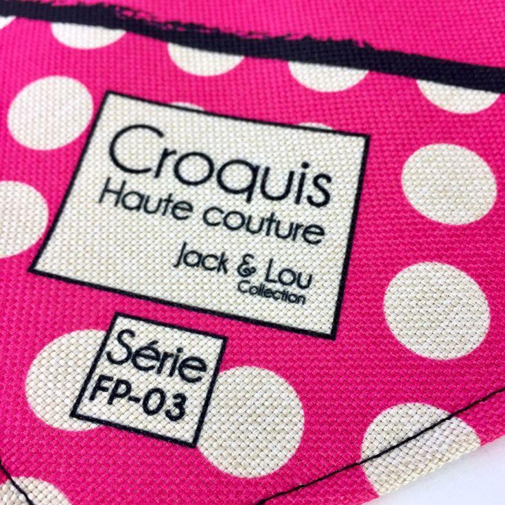 Le chouchou de ma boutique https://www.etsy.com/ca-fr/listing/513638657/foulard-pour-chiengrandeur-petitboutons