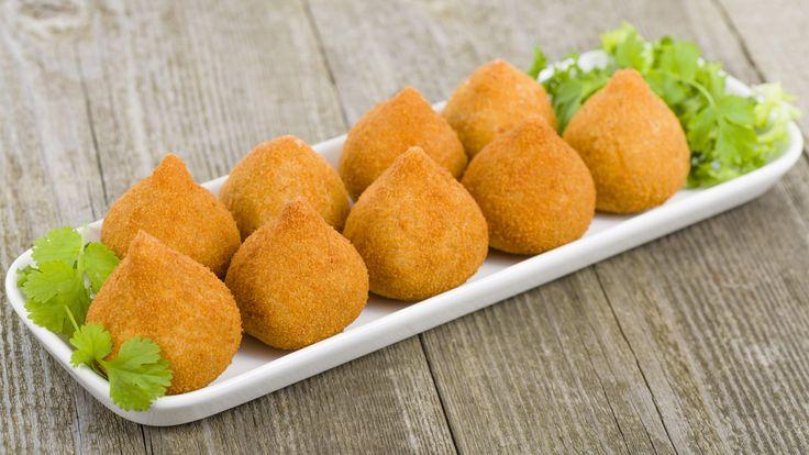 Já pensou em comer coxinhas totalmente sem glúten? Então confira essa deliciosa receita de coxinhas de frango glúten free e sirva para quem você ama.