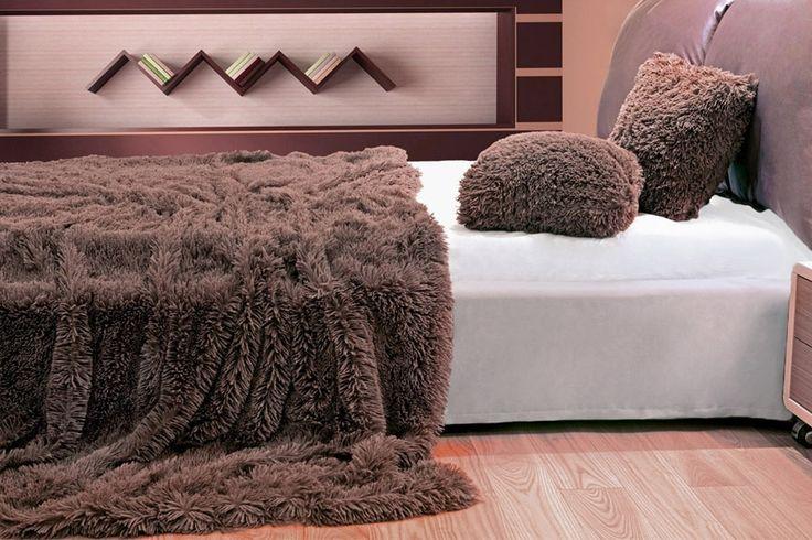 Koce i narzuty na łóżko włochate w kolorze brązowym