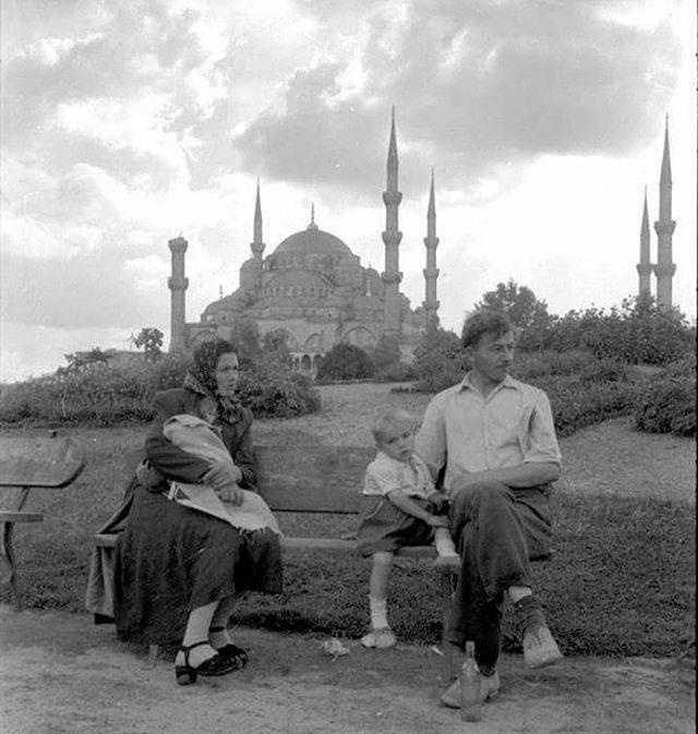 Sultanahmet'te bir aile.1950'ler. #sultanahmet #tarih #tarihtarihdergisi