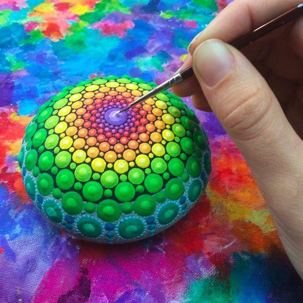 Avez-vous beaucoup de stress ? Relaxez-vous en peignant des mandalas de pierre… - Page 2 sur 9 - DIY Idees Creatives