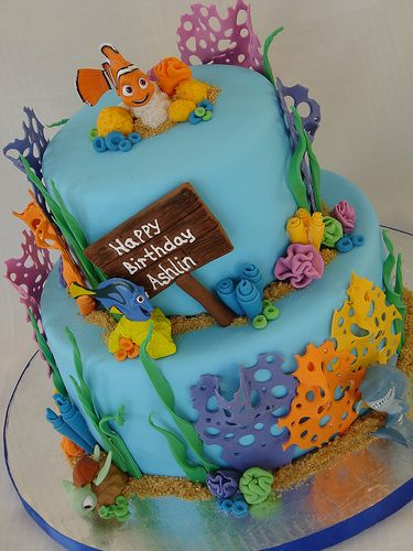 I like this cake because of the clean lines and simple decor. I'm also digging the use of the plastic Nemo toys - those might be hard to recreate. :)