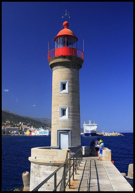 Faro en el puerto de Bastia, Córcega