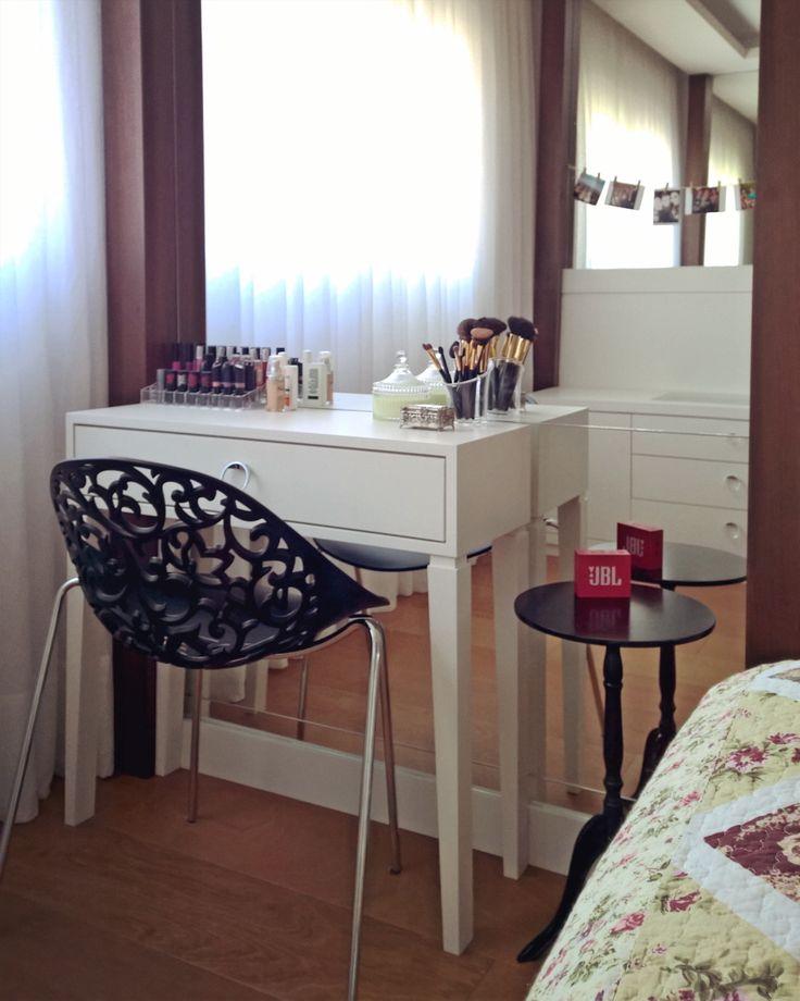 Sexta feira começando e o pensamento já está nos programas do fds certo? Que tal ter um cantinho desses pra se arrumar? Projeto AP Centro Cívico | Ctba | Execução Móveis InCasa @dieskorez #pbertoldidesign #interiores #interiordesign #penteadeira #dressingtable #espelho #mirror #suitecasal #bedroom #bedroomdecor #suite #maquiagem #makeup