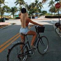 Фото с блондинкой со спины на велосипеде на отдыхе #картинки#фото#девушка#блондинка#соспины#спиной#лето#отдых#юг#курорт#велосипед#зож#пальмы