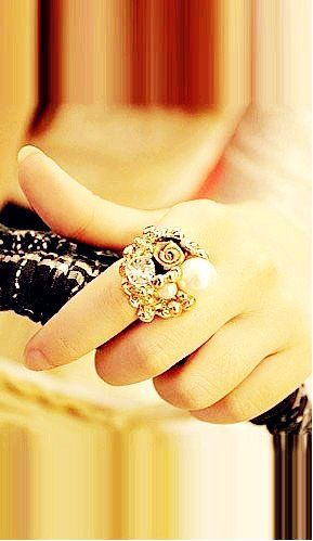 Exclusive Cluster Ring #gold #ring http://www.loveitsomuch.com/