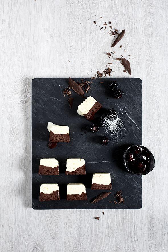 Vanille-Schokoladenparfait mit Brombeerkompott