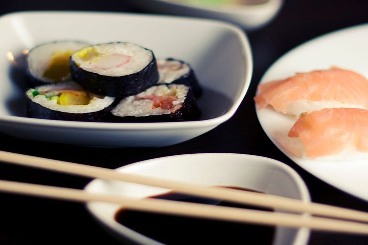 Feel like staying at home but still want to have fun together? Make Maki Sushi! Check out our Couples Cooking Ideas which are easy, inexpensive, flexible and absolutely fun to make!  #funathome #couplescookingideas #funinthekitchen #couplescooking #cookathome #cookingathome #sushi #makisushi