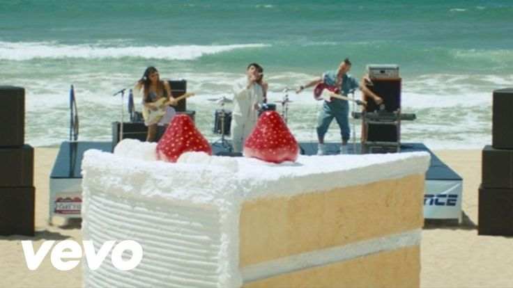 DNCE - Cake By The Ocean  Holiday darling?
