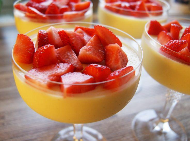 En nydelig, frisk og sunn Panna cotta, blandet sammen med mango. Desserten er…