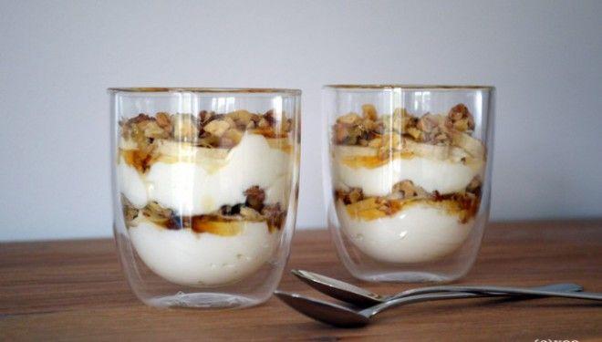 Verrukkelijk toetje: yoghurt-banaan-honing-walnoten
