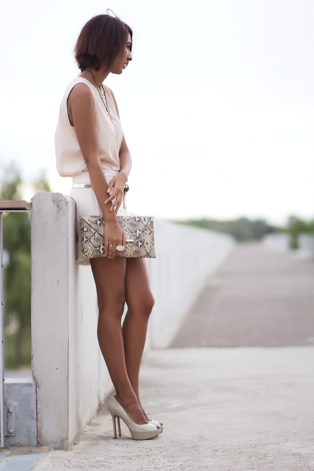 Sissy à la mode: White mini skirt
