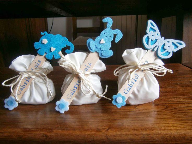 Ciao ragazze, mi sono accorta che non vi ho mai fatto vedere le mie bomboniere-segnalibro confezionate con i sacchettini dei confetti.. ...