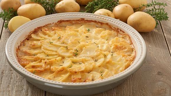 Dass die französische Küche nicht kompliziert sein muss, beweist unser Rezept für Kartoffelgratin. Es lässt sich leicht zubereiten und hat eine perfekte Konsistenz - nicht zu trocken und nicht zu fest. Eben genau richtig!