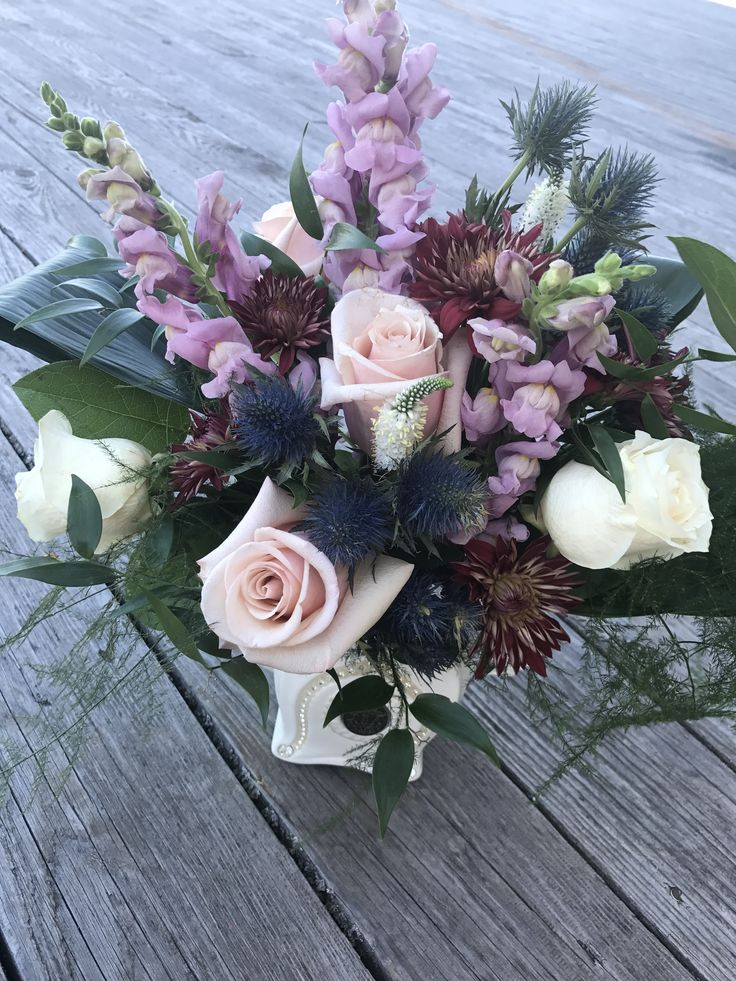 SPARKLE - fresh floral arrangement in lilac, white, blush, and blue