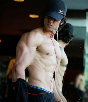 Hrithik Roshan shoots with two body doubles for Bang Bang!