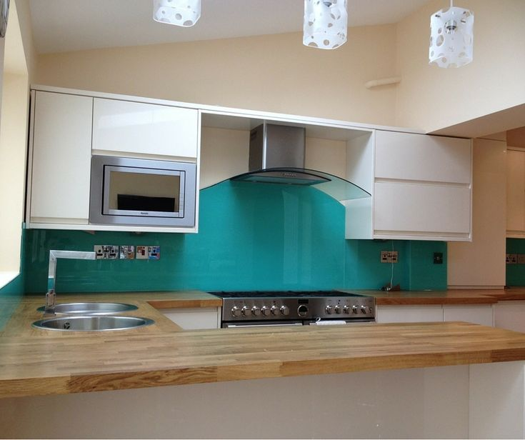 Did you know, we can create a splashback around a shaped cooker hood? Just like our customers green curved topped main splashback in this image. We also installed glass from the worktop to the wall units around the entire kitchen including socket-cut-outs and notches where they were required. Clearly Glass Ltd offer a full measure and installation service for all of our products including taking templates, if required.