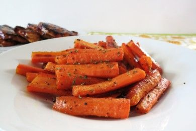 Жареная морковь в медовой глазури Ингредиенты: Морковь4 шт.Сливочное масло1 ст. л. Мёд1 ст. л.Соль0,2 ч. л. Перец черный молотый0,2 ч. л.