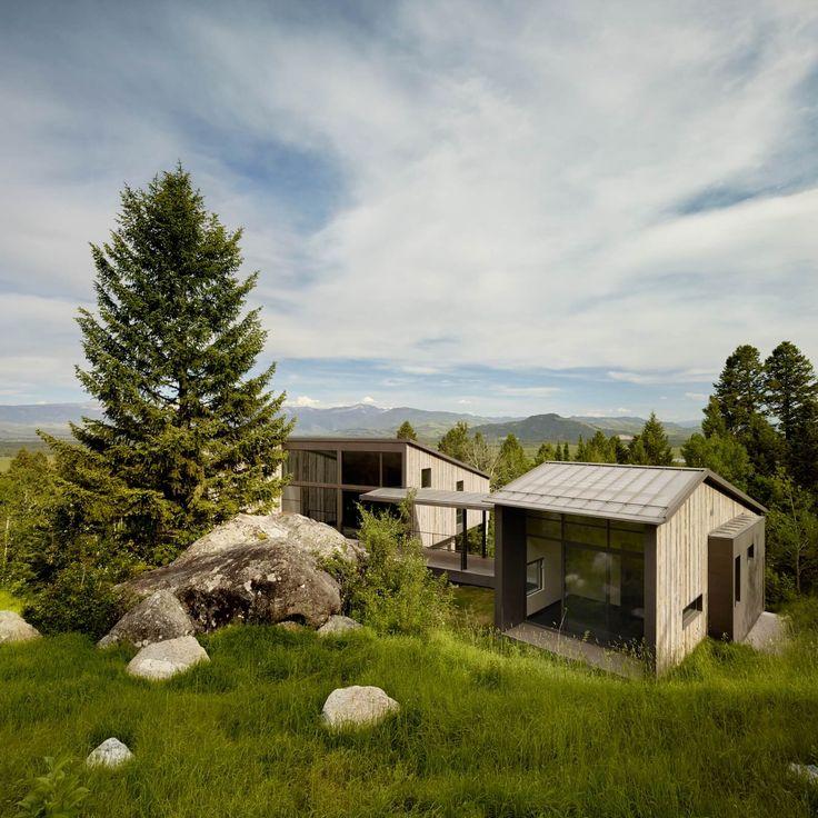Trendům v architektuře vládne návrat k přírodě a touha se vyprostit závislosti na přírodních zdrojích. Stavby jsou ekologicky šetrné a praktické. Dominantou má být přírodní scenérie, nikoliv stavba. Ne jinak tomu bylo i po celý letošní rok. Pojďte s námi okouknout to nejlepší, co američtí architekti navrhli a v krásné přírodě nového kontinentu postavili.