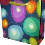 Мы специализируемся на изготовлении подарочных пакетов из бумаги. Ассортимент дизайнерских решений постоянно обновляется!