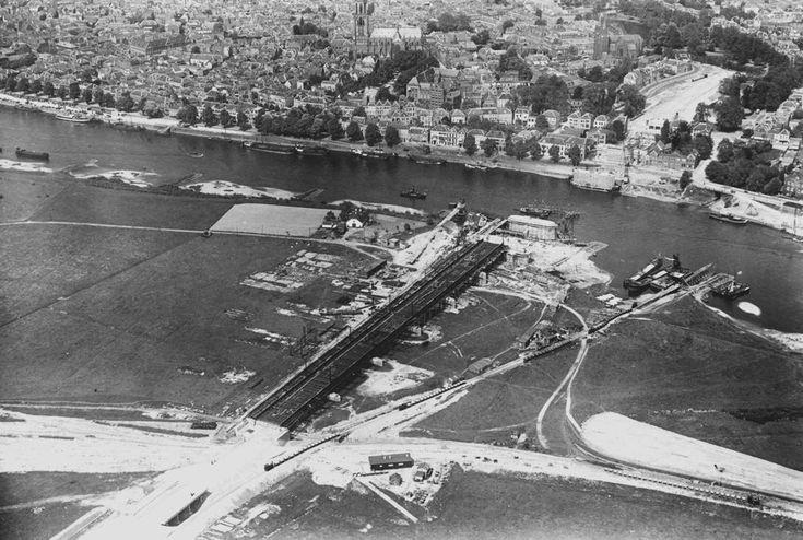 Arnhem: Luchtfoto oude Rijnbrug in aanbouw, 1934