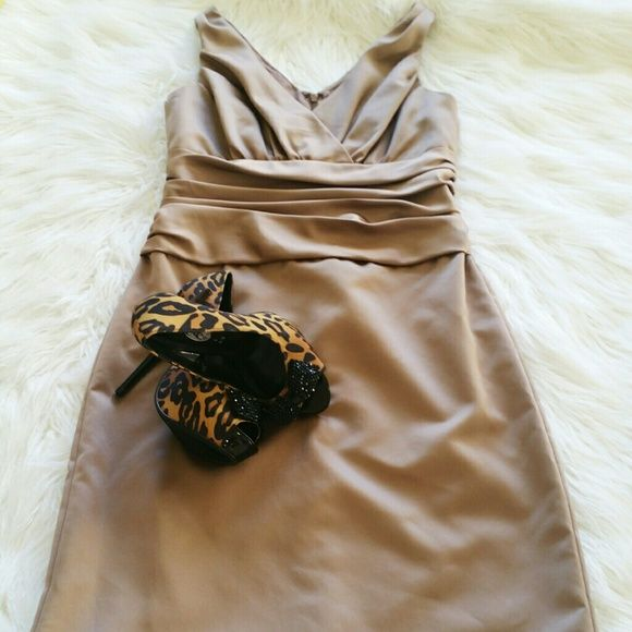 """SALE Dave's Bridal Golden Dress Gorgeous Golden Dave's Bridal Formal Dress. Perfect for the upcoming Holiday Parties , Wedding or any Dressy Occasion 41"""" from top of dress to bottom Dave's Bridal  Dresses"""
