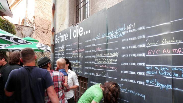 Zanim umrę chcę...Akcja podobna do Waszego pomysłu z marzeniami, która została zorganizowana w Artefakt Cafe przy ul. Dajwór