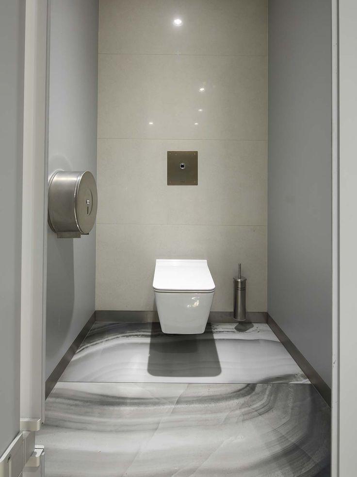 Bathroom floor and mosaic decorations with ceramic tiles: Restroom Malpensa