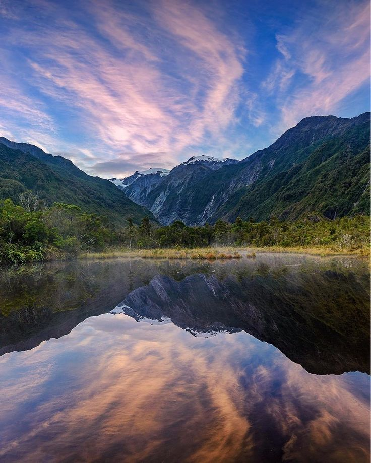 Peters Pools  Last week I was sharing with you where to get reflexions around Fox Glacier. This week and next week I will do the same but around Franz Joseph. The first and easy option is to go to Peters pools.  This lake was formed by ice melting amongst glacial moraine about 200 years ago. It is 10mn away from the carpark which makes it a very good option for sunrise even if you don't have a head torch (which you should have... at all time!). The place is quite sheltered which makes it…