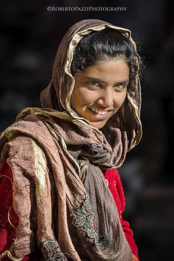"Young woman in Udaipur (Rajasthan, India). Visit http://robertopazziphotography.weebly.com, subcribe to the newsletter and download the ebook ""Streets of the World"" as welcome gift! Web Site: http://robertopazziphotography.weebly.com/ Facebook: Roberto Pazzi Photography Instagram: Roberto_Pazzi_Photography"