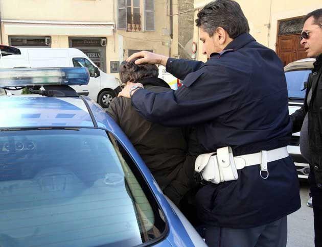 Ubriaco aggredisce i genitori: 23enne arrestato dalla Polizia di Stato