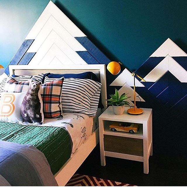 And swooning ALL. DAY. over this mountain-inspired kids room. Loving the DIY mountain decor!  via @jandjdesigngroup!