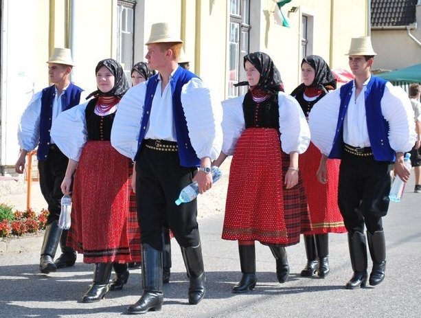Hungarian traditional costume: from the area of Szek in Transylvania