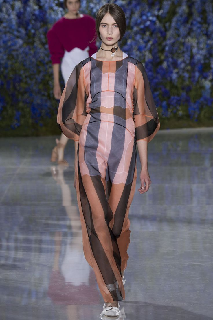 Christian Dior Spring 2016 Ready-to-Wear Fashion Show: